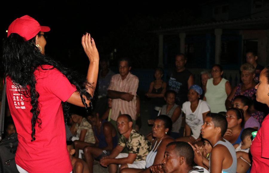 A Rosita la conoce todo Baracoa. Su casa es centro de un tejido social que incluye a personas con capacidades diferentes y que les fortalece para reducir sus vulnerabilidades. Foto: Marianela González / Oxfam en Cuba