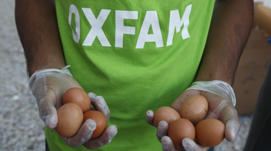 In Tara Kepe Camp, Oxfam provides meals twice a day (lunch and dinner).
