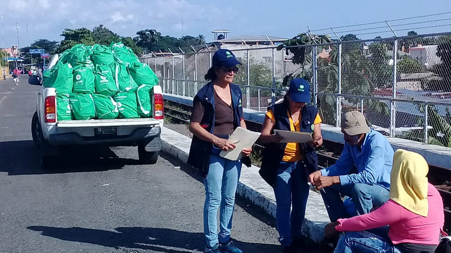 Together with our partners, we have distributed 3,500 personal hygiene kits, and 560 food packages for minors., Guatemala. Photo:  Ángel Paiz/Oxfam