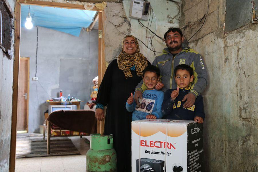 Desde Oxfam hemos ayudado a la familia de Rania reparando su hogar y proporcionándoles medios para mantenerse al calor a pesar del frío.