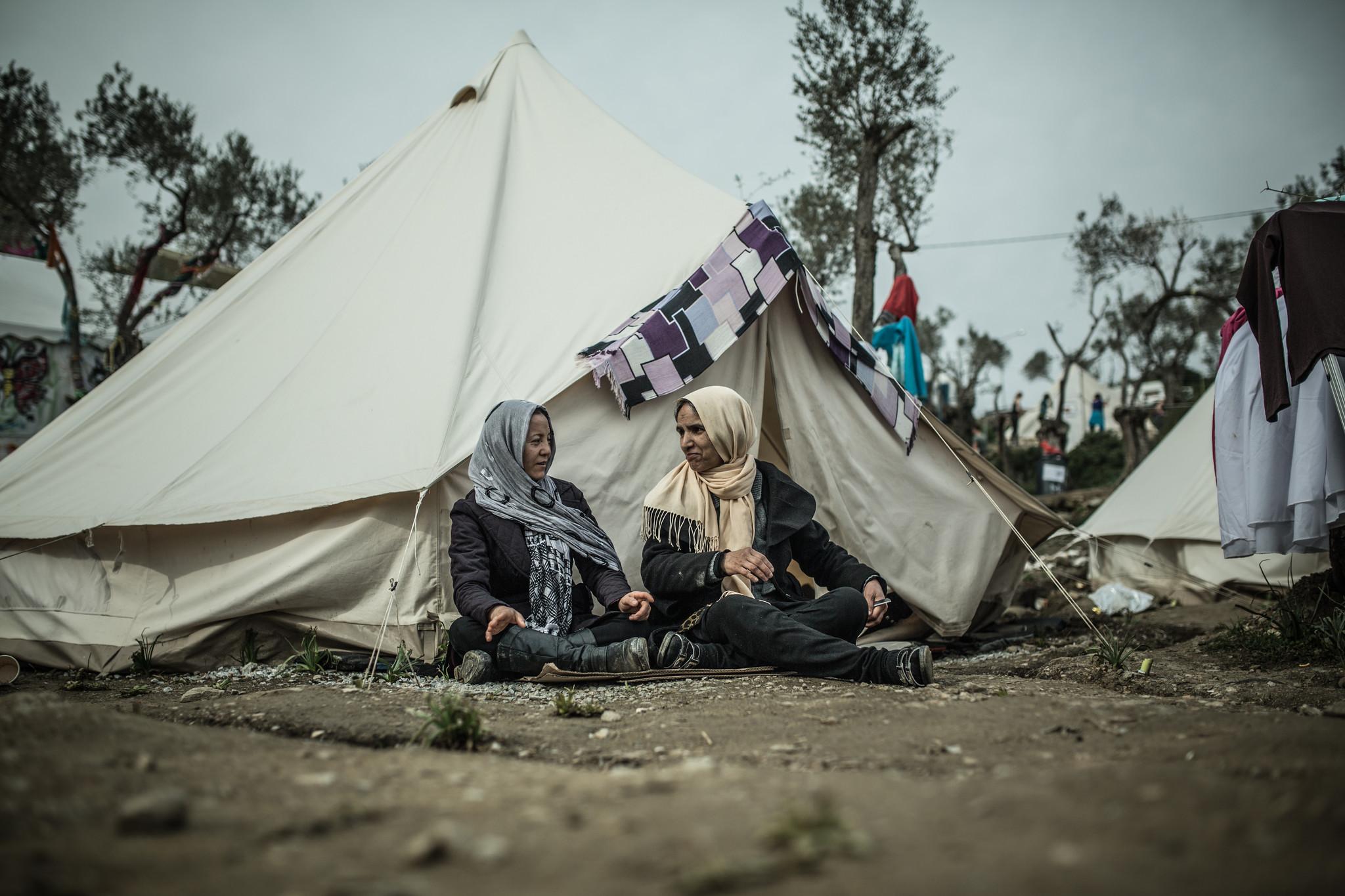 Mujeres refugiadas afganas en el campo de Moria, Grecia. Foto: Pablo Tosco/Oxfam