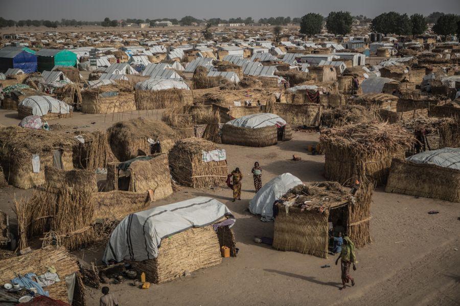 Le camp de déplacés de Muna Garage, à la périphérie de Maiduguri, au nord-est du Nigeria, où plus de 30 000 personnes ont trouvé refuge après avoir fui les violences de Boko Haram. Photo: Pablo Tosco/Oxfam