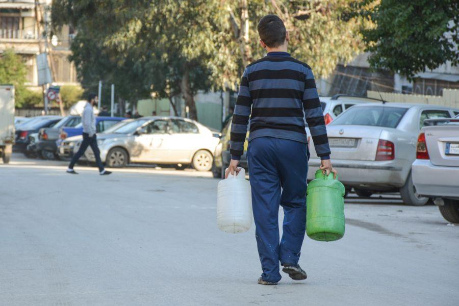 Hassan, de 15 años, es una de las 1,8 millones de personas de Alepo que, se estima, estuvieron sin agua corriente durante casi un mes.