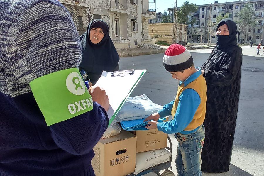 Distribución de kits de higiene familiares en Alepo, Siria. Foto: Humam Banna/Oxfam