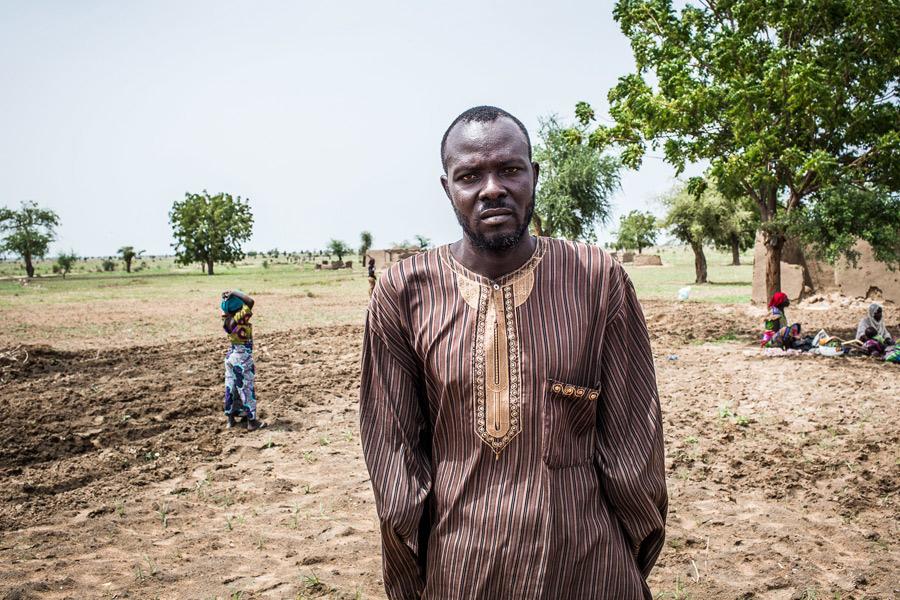 Avant les violences armées, Andrew était à la tête d'une grande exploitation agricole et récoltait en moyenne 200 sacs de coton, de haricots et de sorgho pour sa consommation familiale, mais aussi pour la vente. Maintenant, il ne peut plus travailler. Pho