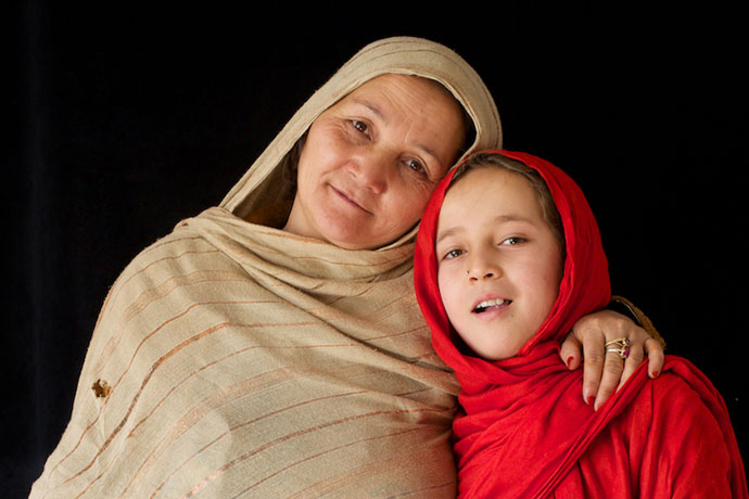kubra-serai-ghazni afghan mother and daughter