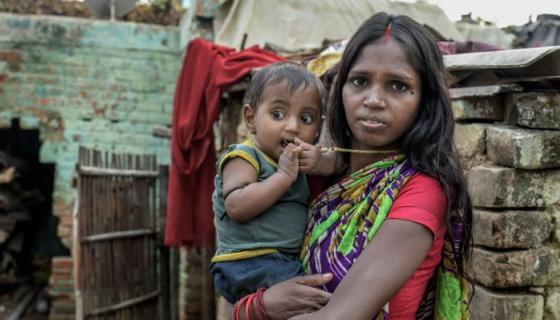 En la India, la atención sanitaria de mayor calidad tan solo está al alcance de ciertos bolsillos. El gasto público en salud se encuentra entre los más bajos del mundo. Photo: Atul Loke, Panos/Oxfam