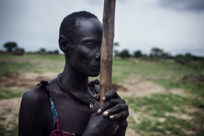 Nyantuc Kuong, de 37 años, es una viuda de etnia nuer y tiene tres hijos. Huyó de su pueblo, en el estado de Unity (Sudán del Sur), después de que fuese atacado. Nyantuc escapó con sus hijos y caminó durante tres días hasta ponerse a salvo.