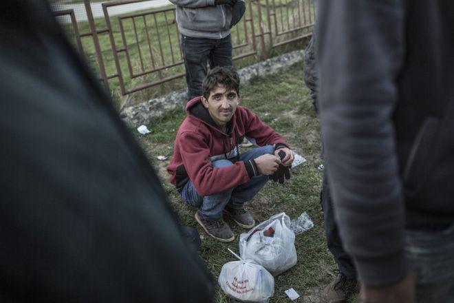 Jahanzeb, de 16 años, es de Logar, en Afganistán. Lleva viajando dos meses junto a su hermano, Shakib, y ha atravesado Irán, Turquía y Bulgaria. En Irán recibieron palizas y atravesaron el desierto sin comida ni agua.