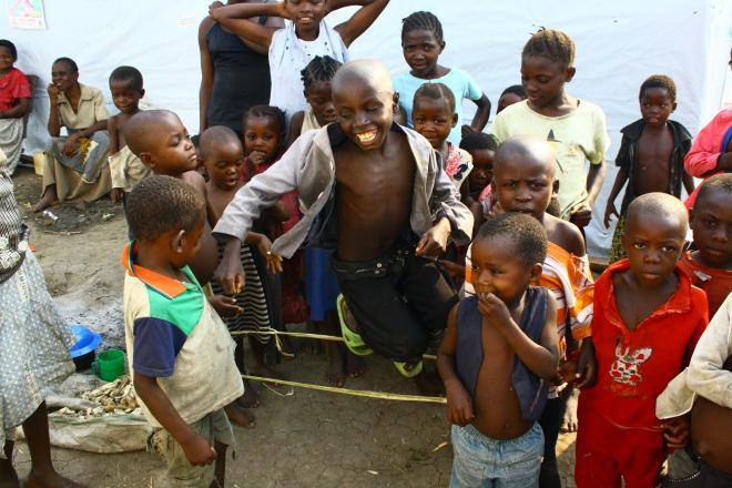 Enfants dans le camp de réfugiés