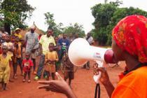 Actividades de concienciación en Bangadi, R.D del Congo. Foto: Caroline Gluck
