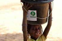 A child carries dustbins home in Mangaize camp. Credit: Boubacar Soumaré/Oxfam