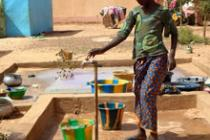 A woman collects water, Sévaré, Mali. Photo: Habibatou Gologo/Oxfam