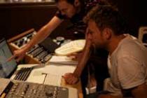 Damon Albarn & amigos grabando el disco para Oxfam