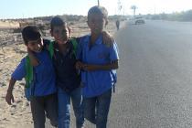 Des garçons rentrent de l'école, à Gaza