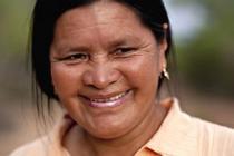 Productora, dirigenta guaraní, Amanda. Yembiguasu, Chaco Boliviano. Febrero 2011