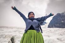 Sandra sube a un glaciar por primera vez, en el Valle de las Llamas, Bolivia. Foto: Alexandre Laprise, 2016.