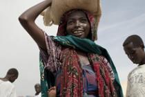 Distribution alimentaire, Tchad, 2012. Photo : Abbie Trayler-Smith/Oxfam