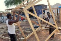 Construction de latrines, camp de Jamam. Photo : Alun McDonald/Oxfam