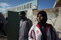 Mamadou Thioye, 19 ans, et Aisha*, 16 ans sont lycéens. Tous deux participent au programme « Connecting 4 Life ».