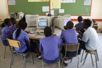 Clase de informática en Namíbia. Foto: John Hogg/World Bank