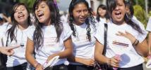 Adolescentes participan en la marcha del Día Internacional de la Mujer. Foto: El Salvador / Oxfam