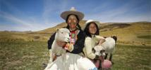Farmer Virginia Ñuñonca, with children, in the Peruvian highlands