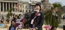 Tras el escándalo de los Papeles de Panamá en 2016, los activistas por una fiscalidad justa convirtieron la plaza de Trafalgar de Londres en un paraíso fiscal tropical para presionar a los líderes mundiales. Foto: Andy Hall/Oxfam