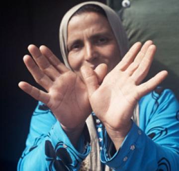 Partagez une photo de vos mains dessinant la colombe de la paix pour signifier aux dirigeants du monde que la vie des Syriens doit primer sur les intérêts politiques.