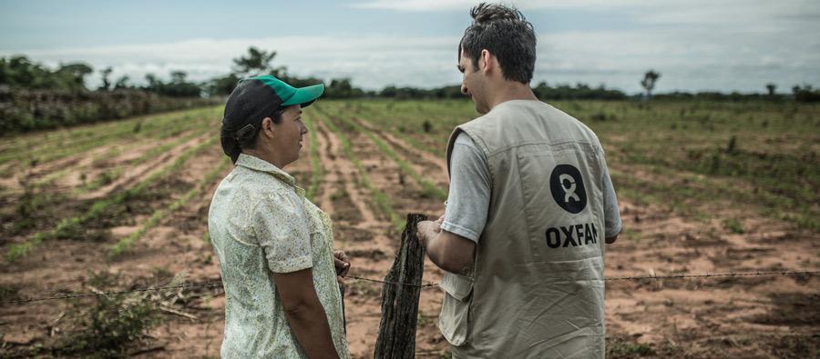 """Julia Leguizamón es miembro de la asociación SAN PEDRO II, que es un productor y comercializador estable de productos hortícolas y de queso, con el pimiento (""""locote"""" en Paraguay) como producto más destacado. Foto: Oxfam"""