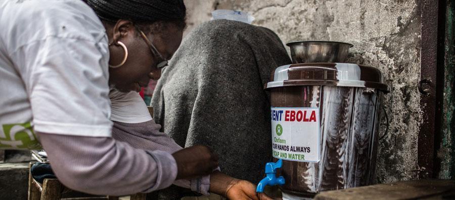Agnes Nyantie madre de cinco hijos, de 42 años. Voluntaria de Oxfam  ayudando a superar la crisis del ébola en Liberia.