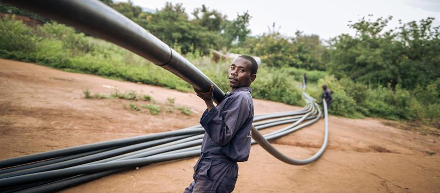 Oxfam recently started the construction of a more than 100-kilometres-long gravity-fed water supply system, that will provide safe water to some of the most remote locations in DRC. Photo: Alexis Huguet