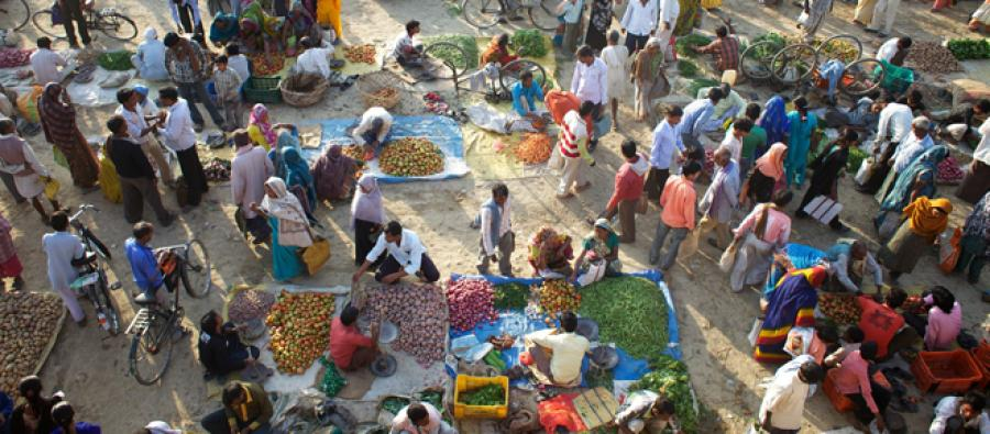 A vegetable market in the town of Bara Gaon, India. Credit: Tom Pietrasik/Oxfam