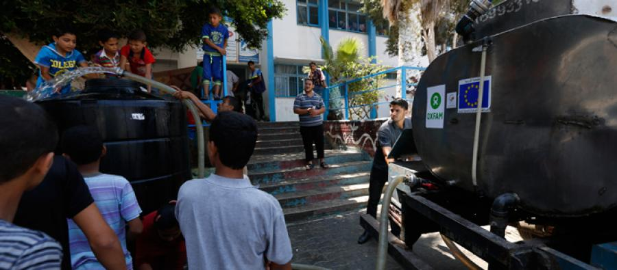 Water delivery in a school, in Gaza